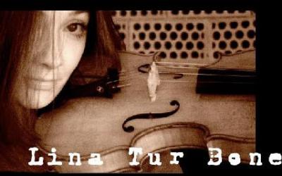 Double album des sonates du Rosaire par cette violoniste espagnole qui s'est approprié cette musique avec intelligence et sensibilité